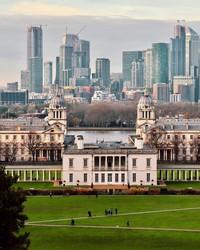 Old Royal Naval College adalah salah satu lokasi pembuatan film paling populer di London, seperti Les Miserables dan Pirates of the Caribbean: On Stranger Tides. Untuk film The Crown, The Old Royal Naval College.