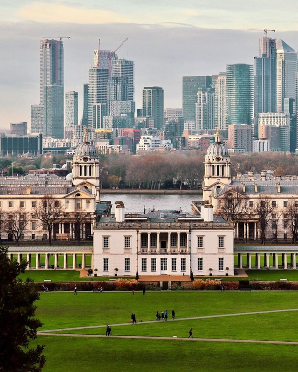 Old Royal Naval College adalah salah satu lokasi pembuatan film paling populer di London, seperti Les Miserables dan Pirates of the Caribbean: On Stranger Tides. Untuk film The Crown, The Old Royal Naval College.