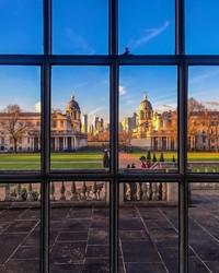 Old Royal Naval College di Greenwich, London Timur yang berada di samping Sungai Thames di Greenwich.