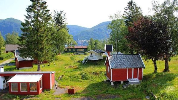 Lokasi pulau ini juga sangat terpencil. Kota terdekatnya, yaitu Bergen, jarak tempuhnya sekitar 30 menitan. Bukan naik kapal atau mobil, tapi naik helikopter. (Aktiv Eiendomsmegling/Explore Norway/Vladi Islands)