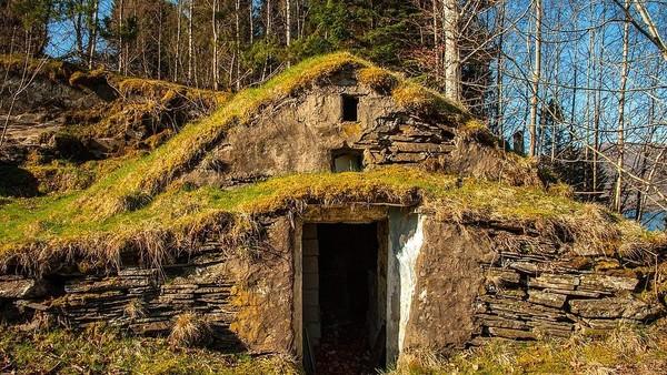 Jangan bayangkan pulau Setan ini sebagai pulau kosong dan berhantu, karena total ada 30 bangunan yang berdiri di pulau ini, termasuk lumbung, gudang, peternakan dan beberapa rumah kaca. (Aktiv Eiendomsmegling/Explore Norway/Vladi Islands)