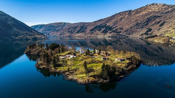 Inilah Pulau Ulvsnes yang dijuluki sebagai Devils Island alias Pulau Setan di Norwegia. Pulau ini sedang dijual dengan harga 2,5 Juta Poundsterling atau setara Rp 46 Miliar. (Aktiv Eiendomsmegling/Explore Norway/Vladi Islands)