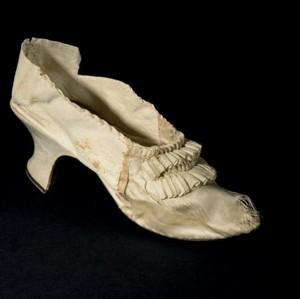Sepatu Usang Ratu Prancis Marie Antoinette Dilelang, Laris Rp 730 Juta
