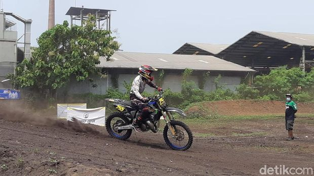 Sirkuit Garuk Tanah di Jakarta
