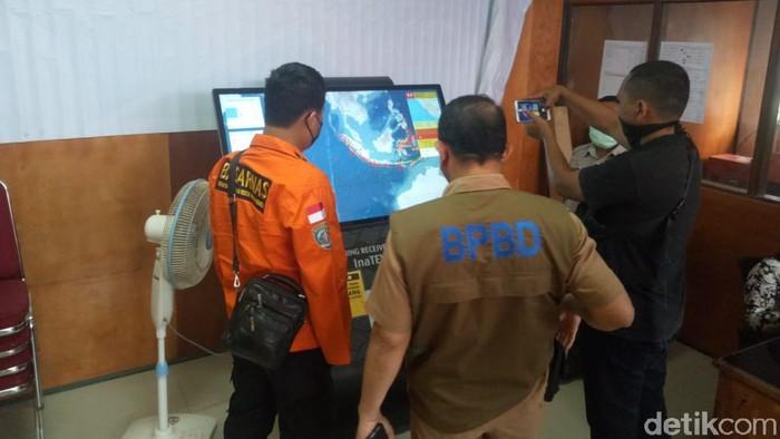 Suasana di Kepulauan Mentawai pascagempa M 6,3 di laut pada jarak 109 km barat laut Tuapejat (Jeka Kampai/detikcom)