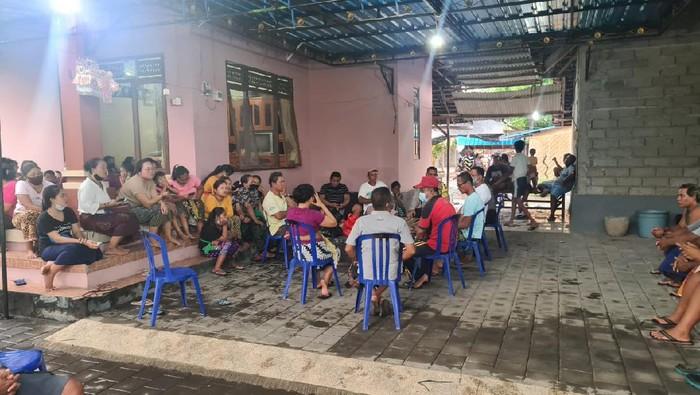 Suasana rumah bocah keracunan kerupuk kulit ikan buntal (dok Polres Buleleng)