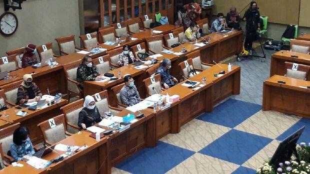 Menkes Terawan hadiri raker Komisi IX DPR, kompleks parlemen, Jakarta, Selasa (17/11/2020).