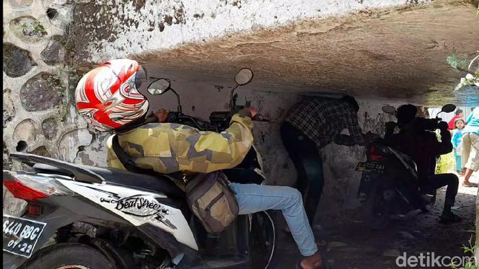 Terowongan sempit dan pendek di Brebes