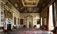 Interior Wilton House yang mirip Istana Buckingham.