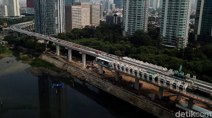 PPK LRT Kementerian Perhubungan Ferdian menyatakan progres pembangunan Light Rapid Transit (LRT) Jabodebek hingga saat ini hampir 80 persen.