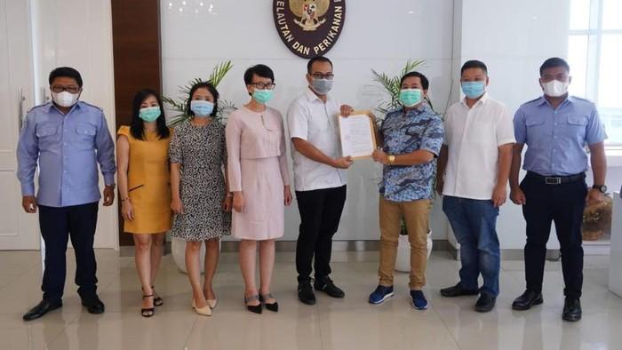 Asosiasi Perkumpulan Pengusaha Lobster Indonesia (PELOBI) MoU dengan asosiasi lobster Vietnam di kantor kementerian Kelautan dan perikanan.