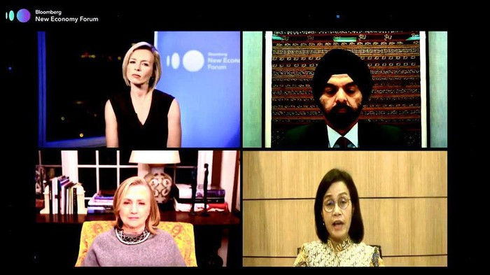 Menkeu Sri Mulyani melakukan virtual meeting bersama mantan Menlu AS, Hillary Rodham Clinton dan CEO Master Card Ajay Banga di acara Bloomberg New Economy Forum