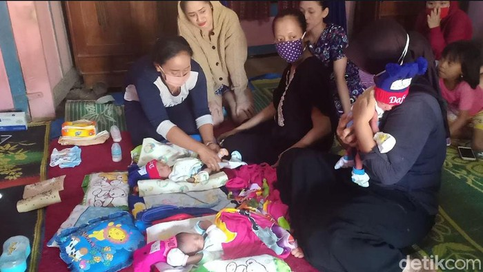 Beredar cerita wanita di Nganjuk melahirkan 3 bayi kembar hingga berutang Rp 43 juta. Kini, wanita itu membantah kabar dirinya memiliki utang.