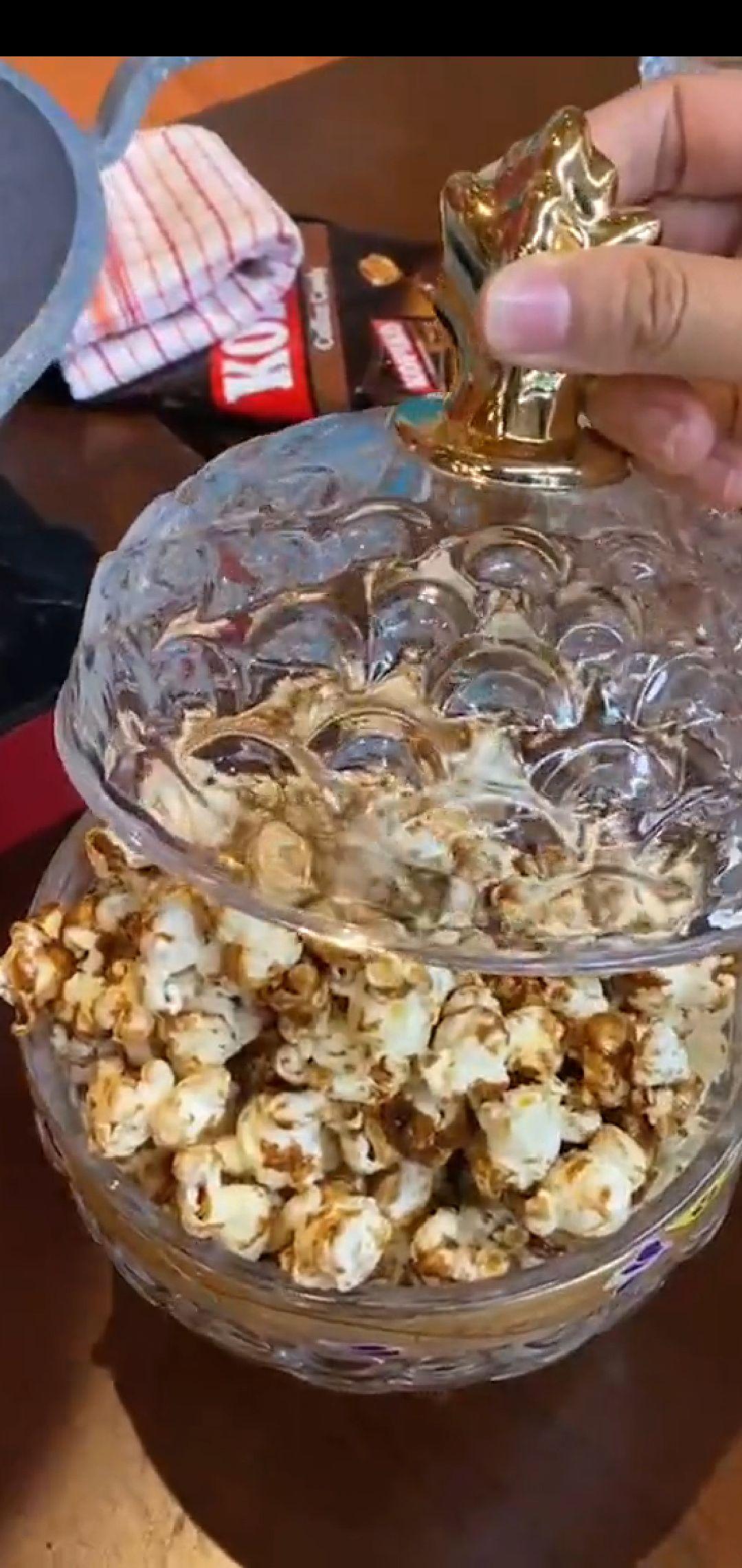 Chef Arnold Lelang Popcorn 'Emas' Buatannya, Laku Berapa?