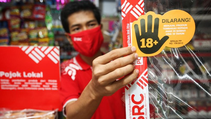 Sampoerna Retail Community (SRC) realisasikan kampanye larangan penjualan rokok pada Anak-anak. Beberapa toko kelontong binaannya itu pun ikut mendukungnya.