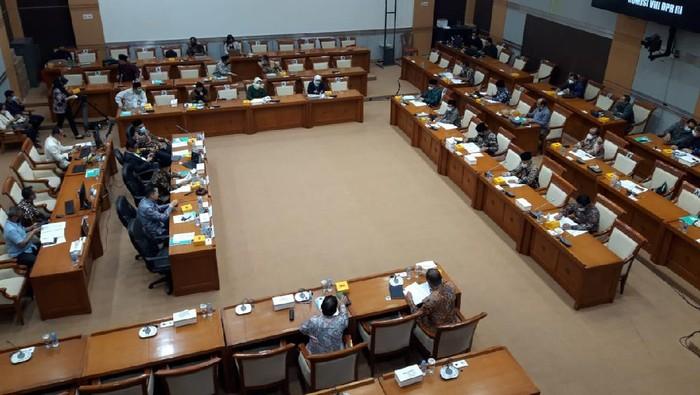 Menag Fachrul Razi rapat dengan Komisi VIII DPR