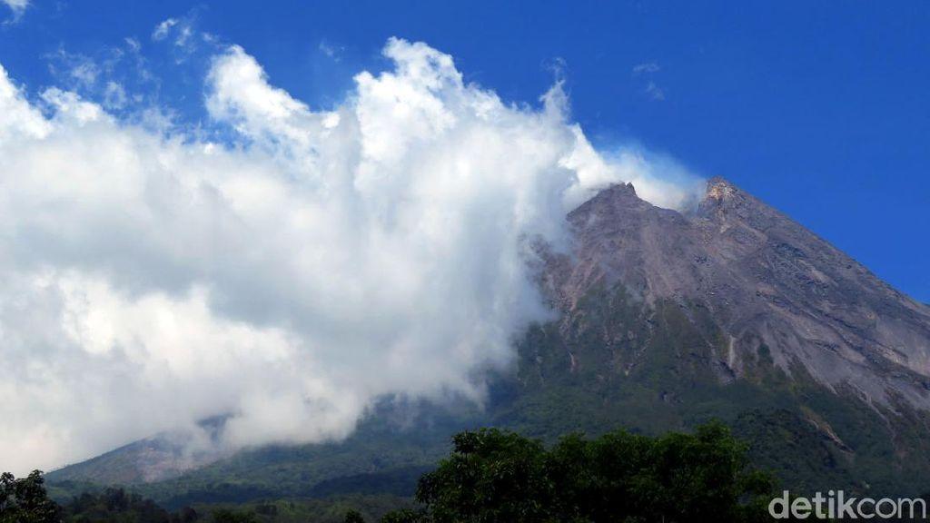 BPPTKG Catat 1 Guguran di Gunung Merapi Sejauh 1.000 Meter Hari Ini