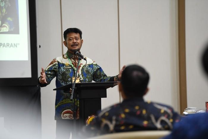 Mentan Syahrul Yasin Limpo saat memberikan sambutan di hadapan perwakilan pemerintah desa yang tergabung dalam Asosiasi Pemerintah Desa Seluruh Indonesia (apdesi) Provinsi Sulawesi Selatan