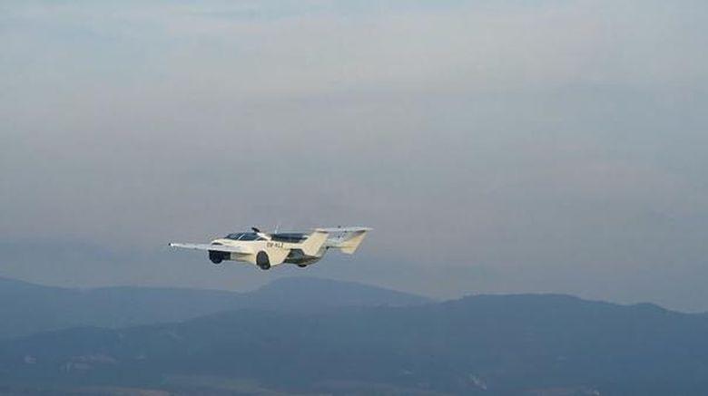 Mobil terbang AirCar buatan KleinVision, sebuah firma dari Slovakia