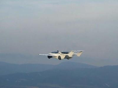 Mobil Terbang dari Slovakia Berhasil Mengudara
