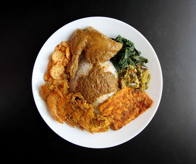 Tips Makan Nasi Padang Saat Diet