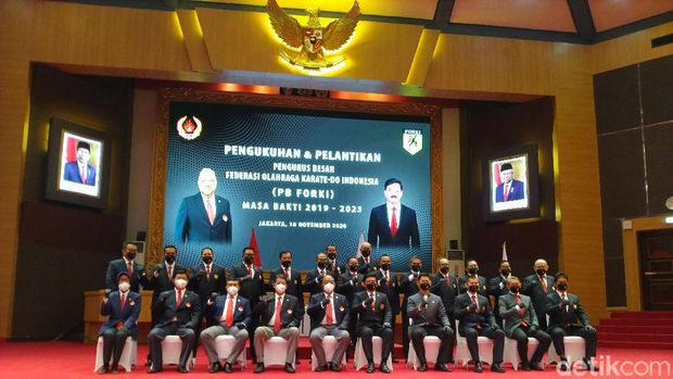 Panglima TNI Marsekal Hadi Tjahjanto dikukuhkan menjadi Ketua Federasi Olahraga Karate-Do Indonesia (Forki) 2019-2023. (Sachril/detikcom)