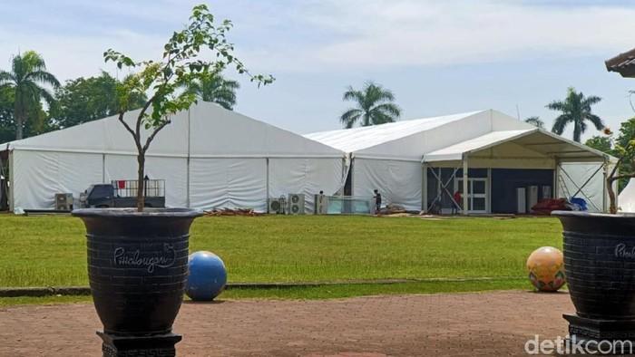 Acara Maulid Nabi Muhammad SAW 1442 Hijriyah di Kota Pekalongan ditunda hingga bulan depan. Panitia acara lalu membongkar tenda yang sudah terpasang.