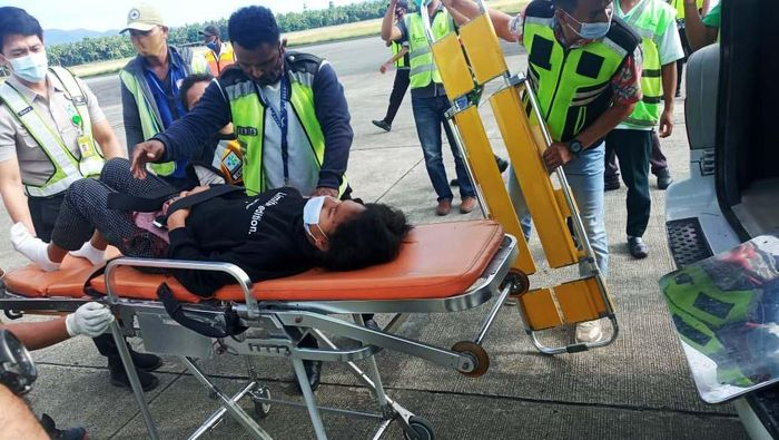 Seorang penumpang pesawat Lion Air tujuan Jayapura-Makassar melahirkan di dalam pesawat. Proses kelahiran berlangsung lancar dengan dibantu seorang dokter.