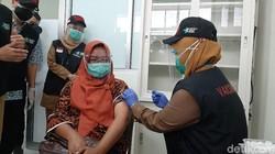 Harus Lewati 4 Tahap, Warga Butuh Waktu 45 Menit Untuk Vaksinasi COVID-19