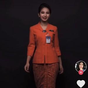 Pramugari Cantik Kena Dampak Corona, Ini Kisahnya Setelah Viral Jualan Sate