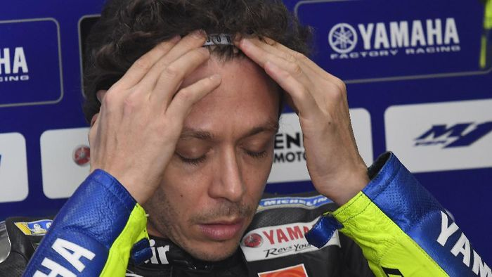 VALENCIA, SPAIN - NOVEMBER 13: Valentino Rossi of Italy and Monster Energy Yamaha MotoGP Team prepares to start in box during the free practice for the MotoGP of Comunitat Valenciana at Comunitat Valenciana Ricardo Tormo Circuit on November 13, 2020 in Valencia, Spain. (Photo by Mirco Lazzari gp/Getty Images)