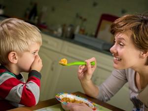 Saat Anak Mogok Makan Apakah Boleh Diberikan Susu Saja?