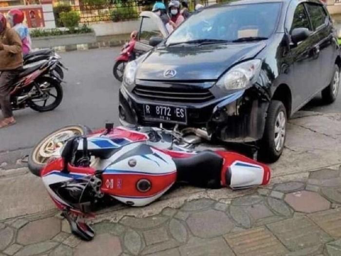 CBR1000RR SP vs Daihatsu Ayla