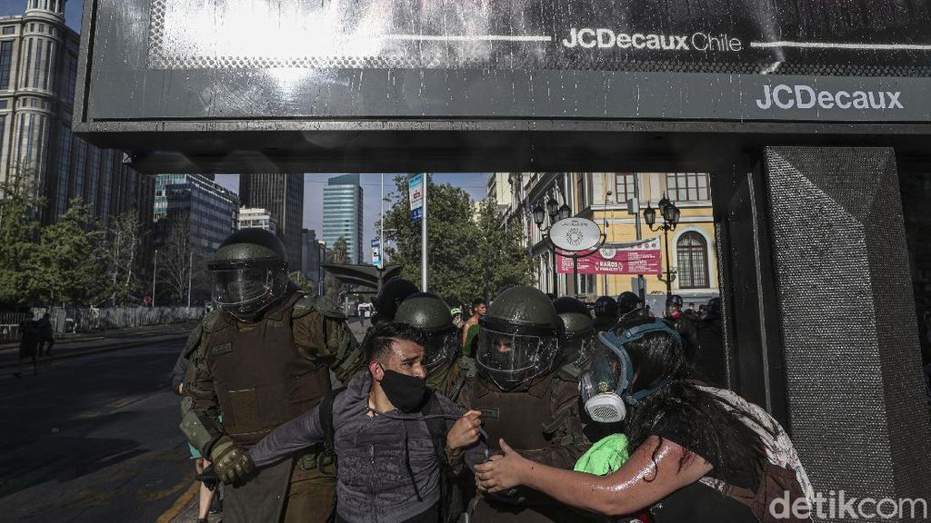 Setelah Konstitusi Kini Warga Chile Minta Presiden Diganti