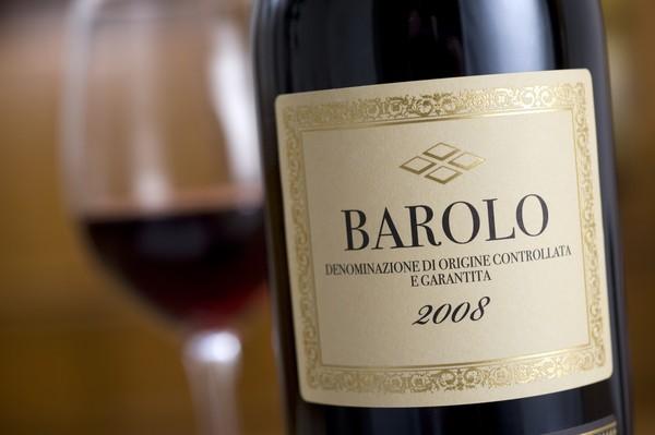 Barolo terletak di Provinsi Piedmontese, Cuneo, Italia. Meski jumlah penduduknya tidak lebih dari 700 orang, itu adalah tempat kelahiran anggur merah Barolo yang terkenal.