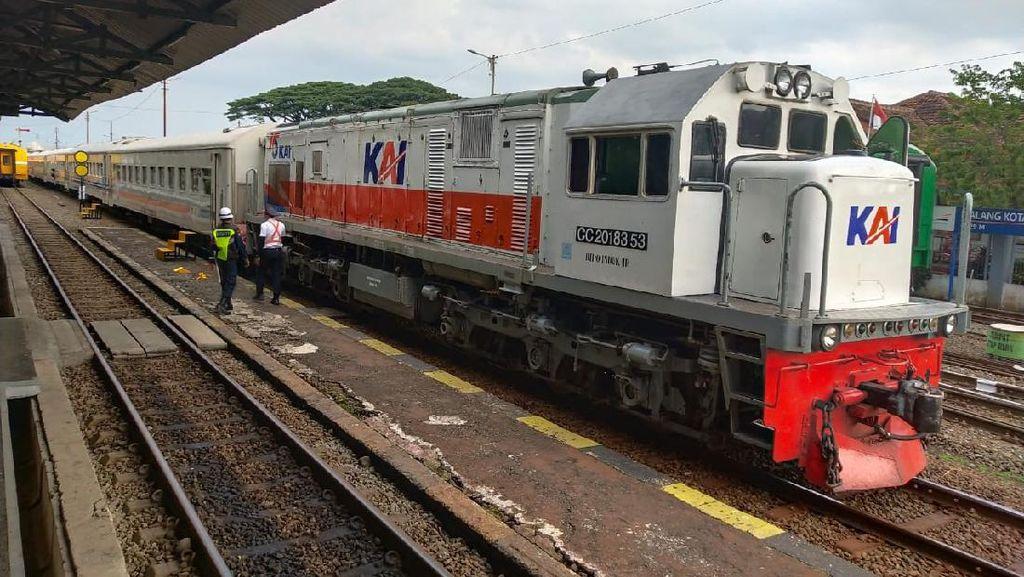 Butuh 24 Jam Evakuasi Gerbong Anjlok yang Meluncur Sendiri di Malang