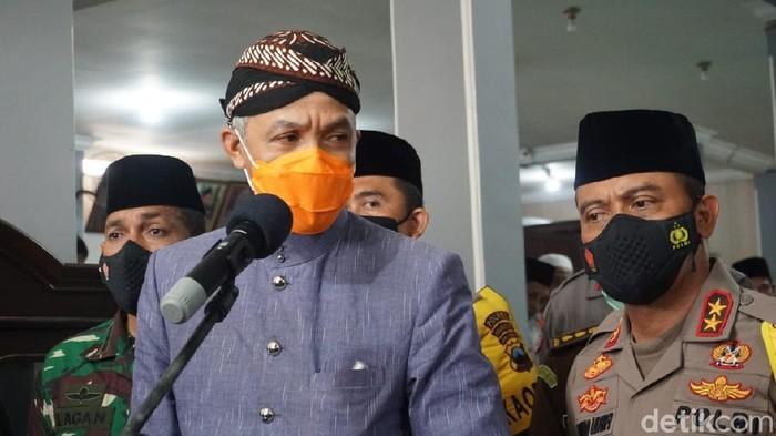 Gubernur Jateng Ganjar Pranowo saat mengunjungi kediaman Habib Luthfi bin Yahya di Kota Pekalongan, Kamis (19/11/2020).