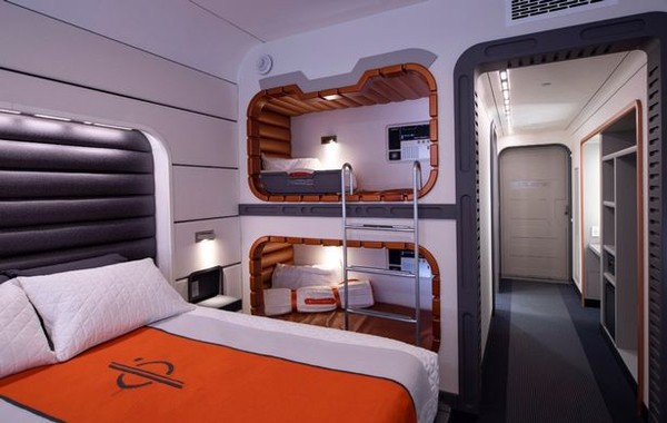 Hotel tema Star Wars ini dibuat mirip dengan Kapal Halcyon. (Disney World)