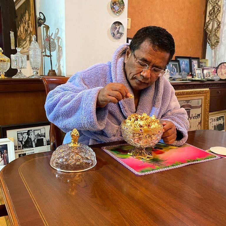 Hotman Paris Menang Lelang Popcorn Chef Arnold Rp 50 Juta