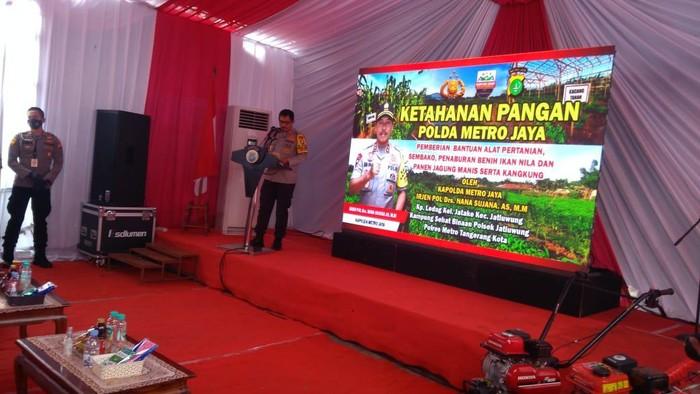 Irjen Nana Sudjana menyinggung pencopotan jabatannya sebagai Kapolda Metro Jaya di acara ketahanan pangan di Tangerang