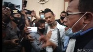 Jerinx Divonis 14 Bulan Penjara di Depan Ibunda, Nora Alexandra dan Anji
