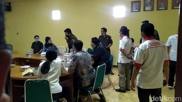 Keluarga Evi dan PWNI menggelar pertemuan terkait perkembangan kasus pembunuhan terhadap TKI asal Cianjur tersebut