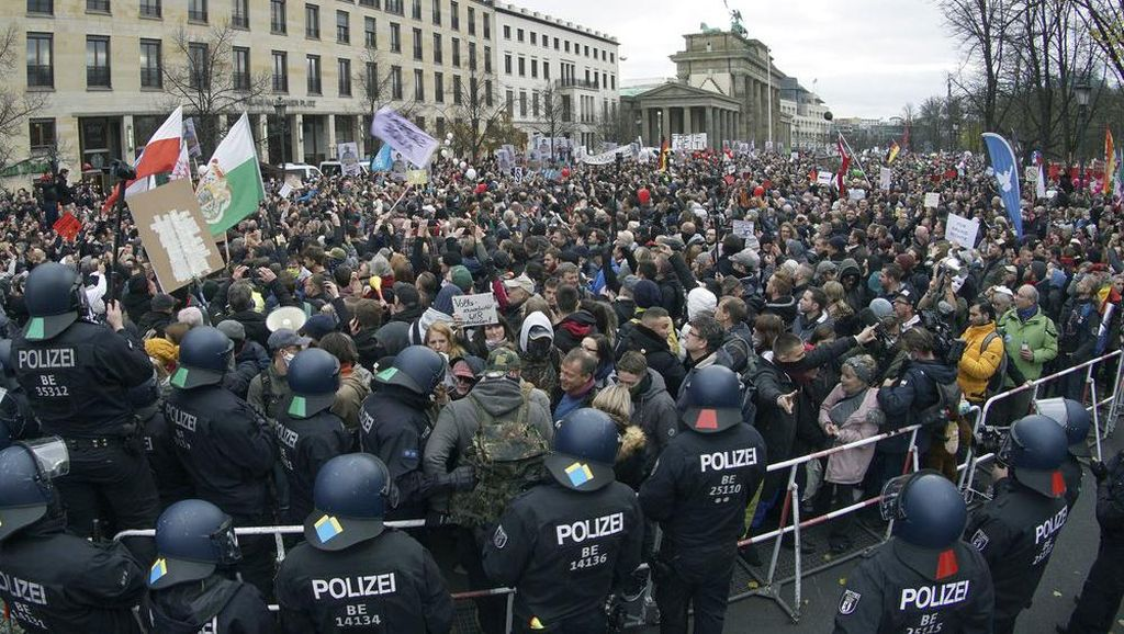 Begini Cara Jerman Bubarkan Kerumunan Massa Pelanggar Protokol COVID-19