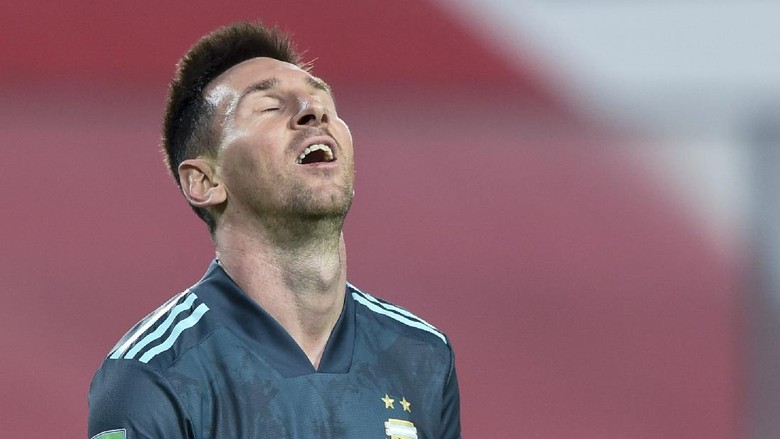 Argentinas Lionel Messi reacts during a qualifying soccer match against Peru for the FIFA World Cup Qatar 2022 in Lima, Peru, Tuesday, Nov. 17, 2020. (Ernesto Benavides, Pool via AP)