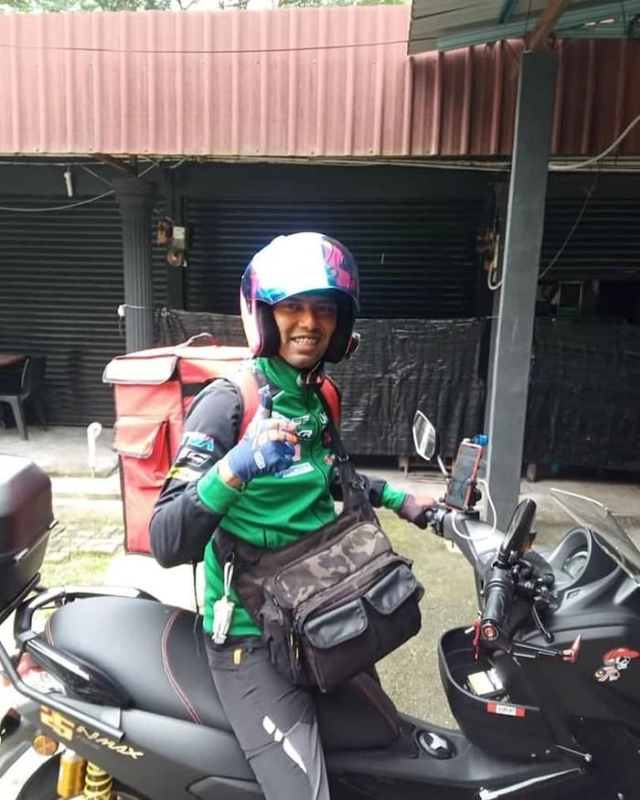 Mantan Pebalap Moto2 Banting Setir Jadi Pengantar Makanan