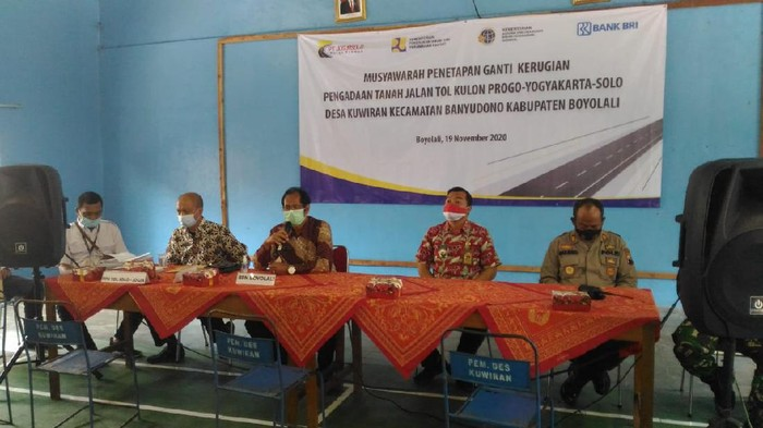 Musyawarah ganti rugi pengadaan tanah jalan tol Yogyakarta – Solo di Desa Kuwiran, Kecamatan Banyudono, Boyolali