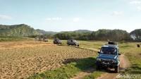 Perjalanan naik mobil jip dilanjutkan ke lokasi pembuatan gula kelapa di Desa Sumber Bopong, Kecamatan Pesanggraan. Waktu yang dibutuhkan dari lokasi sebelumnya, yakni sama 1,5 jam. Untuk menuju ke kawasan pembuatan kelapa tersebut harus melewati perkebunan coklat dan juga hutan jati.