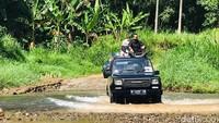 Traveler penyuka adrenalin harus mencoba Eco Adventure di kawasan Taman Nasional Meru Betiri, Jember dan Banyuwangi. Selama perjalanan, peserta akan diajak menjelajahi kawasan Taman Nasional Meru Betiri.