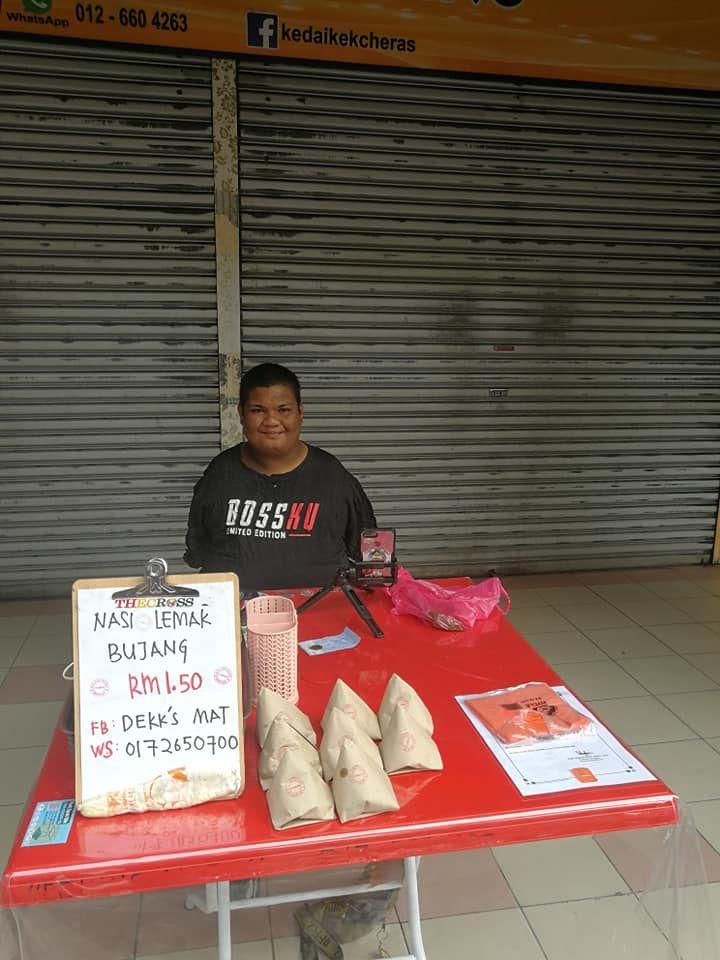 Penjual Nasi Lemak yang Kehilangan Dua Tangannya
