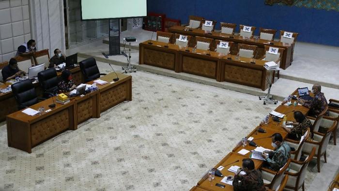 Panja Komisi IX menggelar RDP dengan pelaku kesehatan soal tata kelola, pengadaan hingga perawatan alat-alat kesehatan.